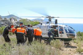 Localizan con vida en Cala Tarida al hombre desaparecido el miércoles tras sufrir una caída