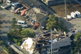 Al menos nueve muertos y 900 heridos en el fuerte terremoto del sur de Japón
