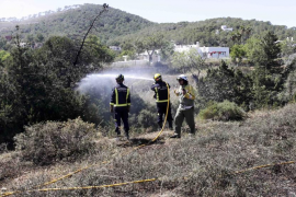 Un descuido causa un incendio que afectó a 4.400m2 en Sant Josep