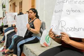 «Dormiremos en colchones en las calles de sa Penya hasta que nos den una solución»