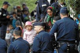 Casi la mitad de los franceses respalda las expulsiones de los gitanos a su país