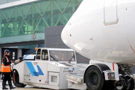 UGT denuncia la precariedad de los trabajadores de 'handling' en los aeropuertos de balears