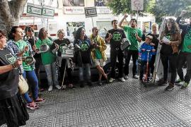 Solo doce personas participan en la cacerolada ante la sede del PP ibicenco