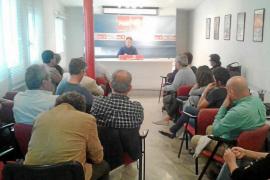 'Agustinet' explica ante su partido la concesión de las hamacas