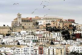 La Policía quiere sancionar a dos jóvenes que distraían a pilotos en Eivissa con un puntero láser