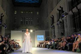 Los trajes de novia «fets a Eivissa» triunfan en Pasarela Costura España