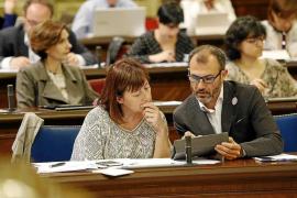 Armengol admite que hay«dificultades legales» para limitar los coches en Formentera