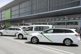 El aeropuerto de Eivissa propone a los taxistas que carguen en batería para mejorar la fluidez