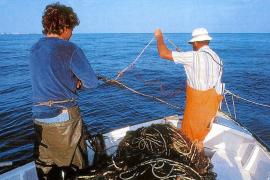 Luz verde a los pescadores para que embarquen turistas mientras faenan