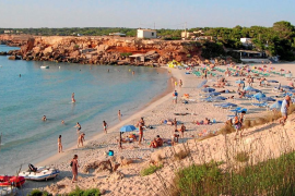 La sombra del canario Mahy Marrero planea sobre dos playas de Formentera
