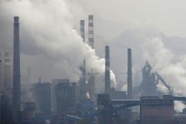 Una explosión en un almacén químico en el este de China causa un gran incendio