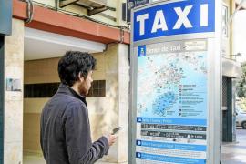Los titulares del taxi advierten a los asalariados de que serán despedidos si 'pillan' estacionales
