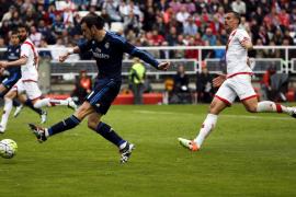 Bale saca de un apuro al Madrid en Vallecas