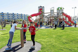 Santa Eulària estrena el parque infantil con la mayor estructura de juegos de la isla