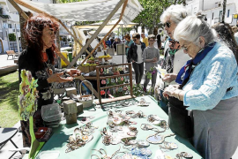 Artesanía y producto local en Santa Eulària por el Día de la Tierra