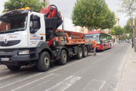 Colapso circulatorio por la avería de un bus en Ignasi Wallis