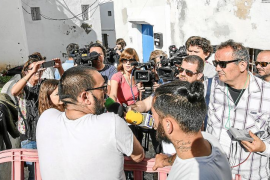 El desalojo del barrio pega el salto a las televisiones y medios nacionales