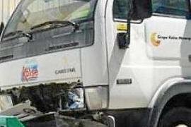 Heridos leves por el choque entre un camión y turismo en Santa Eulària