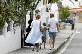 La temporada turística en Sant Joan «ya ha empezado a pesar de las obras»