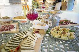 Aubergine Ibiza celebra su primer aniversario con la presentación de una guía
