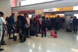 Indignación en el aeropuerto de Eivissa por un nuevo retraso de Vueling