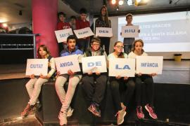 Jóvenes de Santanyí visitan Santa Eulària para intercambiar experiencias como Ciudades Amigas de la Infancia