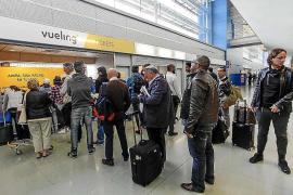 Un retraso de Vueling por «motivos técnicos» desata la ira en el aeropuerto de Eivissa
