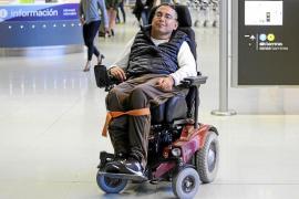 Vueling deja en tierra a un joven en silla de ruedas eléctrica alegando motivos de «seguridad»