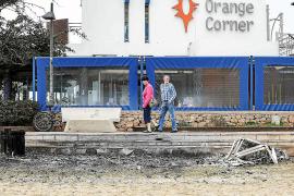 Investigan un incendio que arrasó unas cuarenta hamacas en s'Arenal