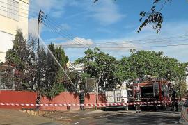 Un fuego en un poste de la luz sobresalta la zona escolar de Blanca Dona