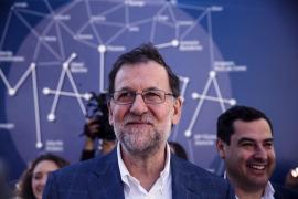 Rajoy cree «un error descomunal liquidarlo todo» y volver a la situación de 2011