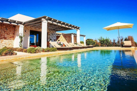 Formentera ya ha regularizado cerca de la mitad de sus estancias turísticas