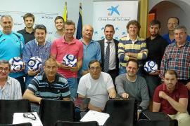 Caixa Bank entrega 280 balones a los clubes de fútbol de Eivissa