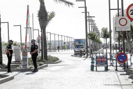 Los comerciantes de la fachada marítima piden que se permita pasar a los taxis