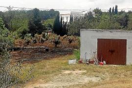 Un incendio afecta a 6.450 m2 de rastrojos entre dos viviendas