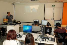 C19 imparte talleres a alumnos de secundaria