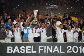 El Sevilla remonta y logra su quinto título, el tercero consecutivo
