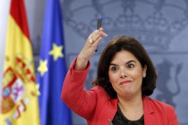 Saénz de Santamaría responde a Aznar: «Para nosotros cumplir el déficit es también crecimiento y empleo»