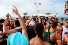 Los 'cruceros alcohólicos' van viento en popa en Magaluf