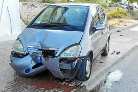 Una conductora herida tras impactar contra dos señales en Sant Antoni