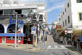 Sant Antoni habilitará un solar para que los locales de la zona del West End depositen la basura