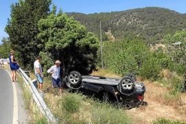 Tres heridos en dos aparatosos accidentes en Santa Eulària y Sant Josep