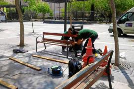 Reparan un centenar de bancos de distintos parques y plazas de Vila