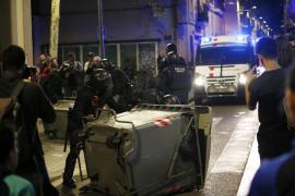 Nueva noche de disturbios en Gràcia por el desalojo del «banco expropiado»