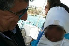Una bebé de 9 meses llega sola a Lampedusa al morir su madre durante la travesía