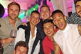 Neymar, disfrutando a todo trapo de Eivissa