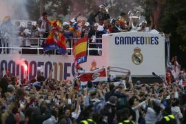 El Real Madrid celebra la undécima Copa de Europa en Cibeles.