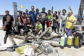 Es Pouet se libera de cerca de 300 kilos de basura gracias a los voluntarios