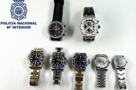Cuatro detenidos por robar relojes de alta gama a extranjeros por medio de bailes y juegos en Ibiza