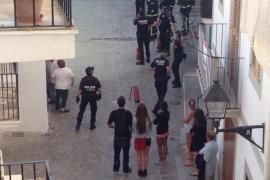 Desalojan a los vecinos de dos viviendas por un incendio en Vila